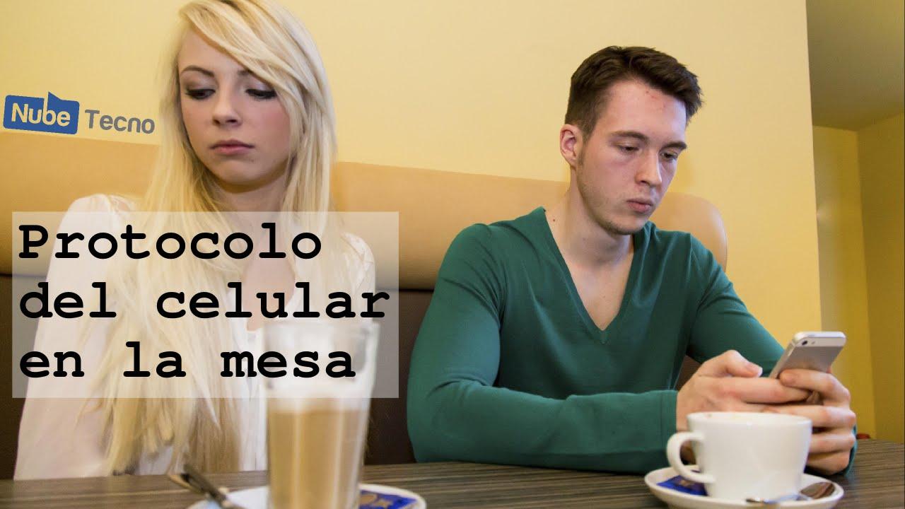 Etiqueta y protocolo en la mesa con el celular youtube for Protocolo cubiertos mesa