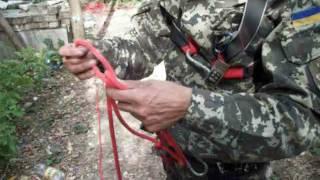Лестница из узлов на верёвке - как быстро завязать 80 узлов.(Верёвочная лестница с узлами (узелковая лестница) -узлы завязываются сами и как их быстро развязать., 2016-10-01T17:27:14.000Z)