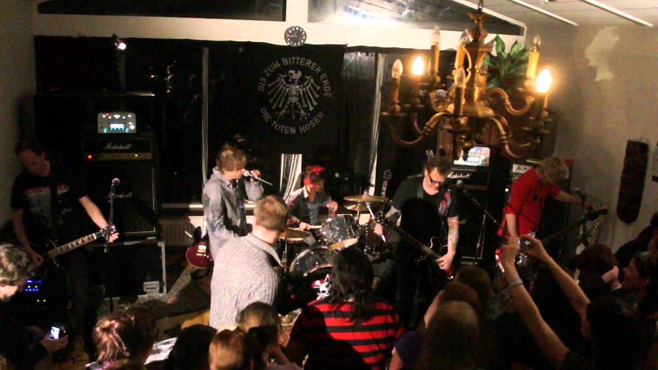 Die Toten Hosen In Selfoss Island Beim Wohnzimmerkonzert Teil 1