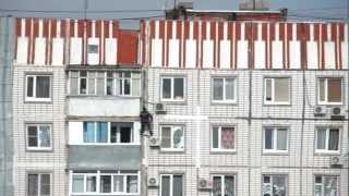 Смертельный номер.MP4(Высотные работы в Таганроге.Герметизация панельных швов - цена 100 руб./м!))) Нервных просьба не смотреть. Выпо..., 2012-11-07T12:57:07.000Z)