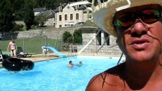 Saint-Just 15320 village du cantal en auvergne, sa piscine