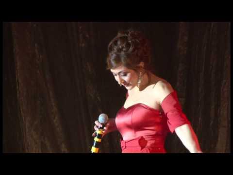 Кабардинка поет песню