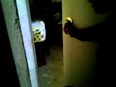Como abrir una puerta sin la llave muy facil youtube - Abrir puerta sin llave clip ...