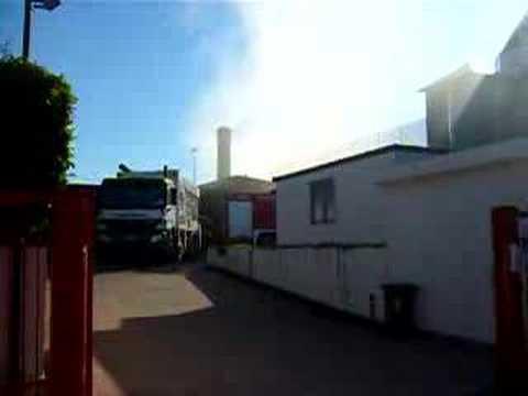 Osnago: incendio al Centro dell\'Arredamento - YouTube