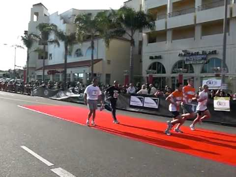 santa monica marathon finish line
