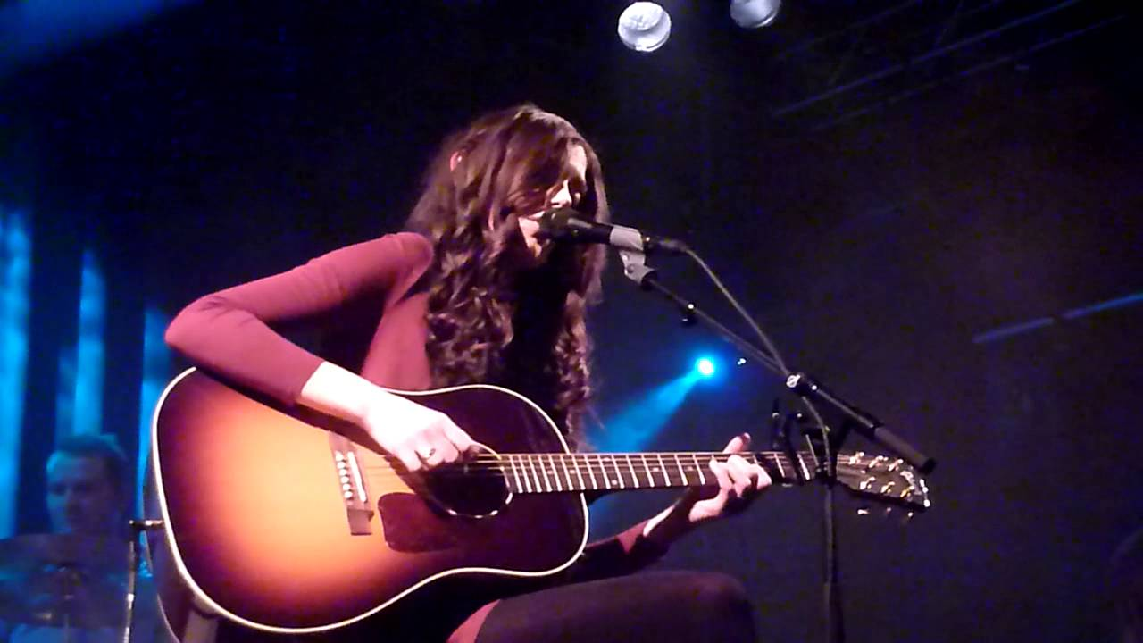 monica-heldal-follow-you-anywhere-live-parkteatret-scene-oslo-05-12-2013-miramar4u2