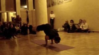 Repeat youtube video Przemek Nadolny is performing traditional Iyengar Yoga prt. 1