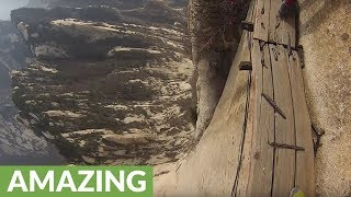 Daredevil scales Mt. Hua Shan, world's most dangerous hike