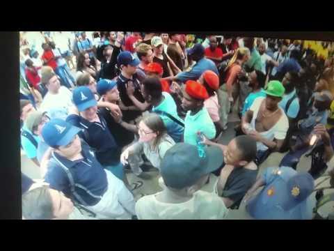 Studente staan saam vir die behoud van Afrikaans - word aangerand
