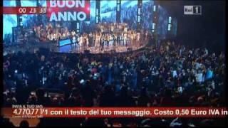In diretta da courmayeur, il corpo di ballo si scatena sulle note latine dei gipsy kings sul palco della trasmissione condotta carlo conti per festeggiare...