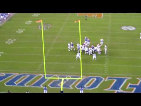 Caleb Sturgis kicks game-winning field goal vs. Arkansas 10-17-09