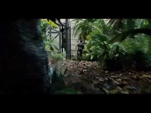 "JURASSIC WORLD - Scena del film in italiano ""Owen scappa dal dinosauro"""