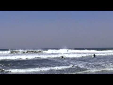 Perfect Waves at the Oceanside Harbor, California - HD cel phone with music