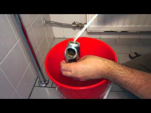 Afvoer Wasbak Badkamer : Verstopte afvoer wastafel
