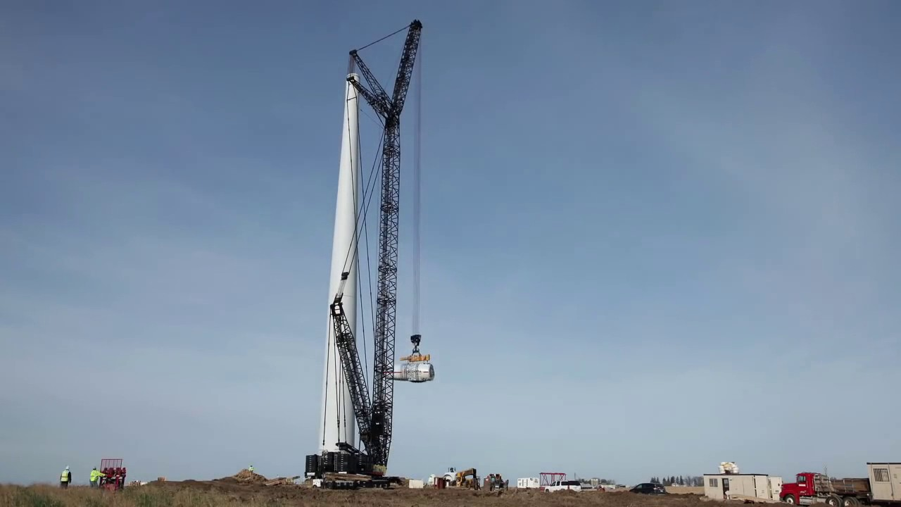 Wind Farm Construction - ACCIONA installs the first AW3000 3MW nacelle in North America