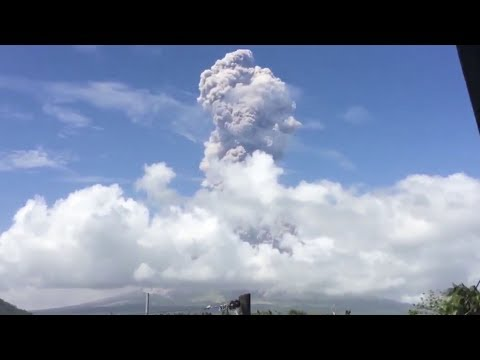 Philippines: Mayon volcano erupts again