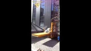 Мачтовый грузовой подъёмник ПМГ-630(Работа одномачтового строительного грузового подъёмника ПМГ-630-1Б - http://www.str-t.ru/lulki/pmg500/. Бизнес-центр на Паве..., 2014-03-30T15:34:50.000Z)