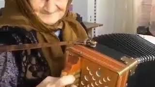 В КБР 90-летняя гармонистка стала звездой Instagram, 2.09.2018