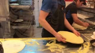 Как делают пиццу в пиццерии