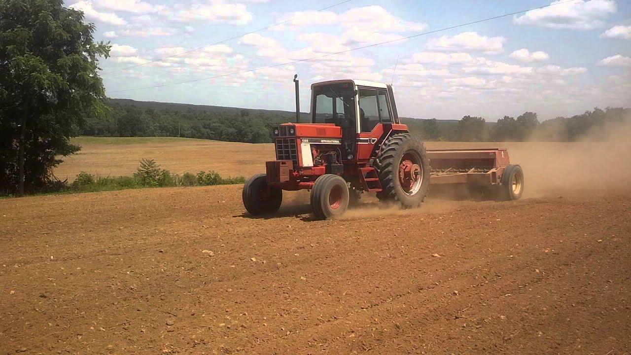 International 1586 Planting 2014 Soybeans