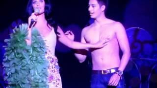 Katy Perry Kissing a cute Boy (Ivan Dorschner) live in manila 2012 California Dreams.wmv Video
