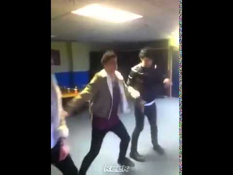 5SOS TEENAGE QUEEN   Keek (his boy band thing just isnt working out for us)