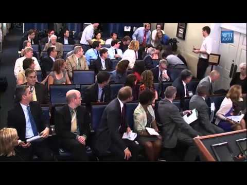 Woman Faints At White House Press Conference