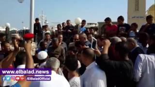 خطيب مسجد الميناء: احتكار السلع الغذائية يجلب غضب الله.. فيديو وصور