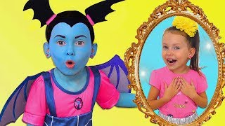 Junior Vampirina yAlice fingir jugar con ESPEJO MÁGICO