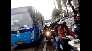 Download Video Bus transjakarta telolet&strobo #ppd_0229 MP3 3GP MP4