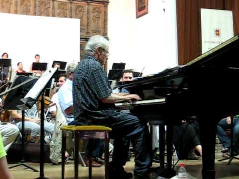 Dave Grusin rehearses