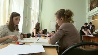 Российские вузы продолжают принимать студентов – стартовала вторая волна абитуриентской кампании.