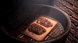 Копченая семга на  дощечке. Видео рецепт от известного шеф повара..