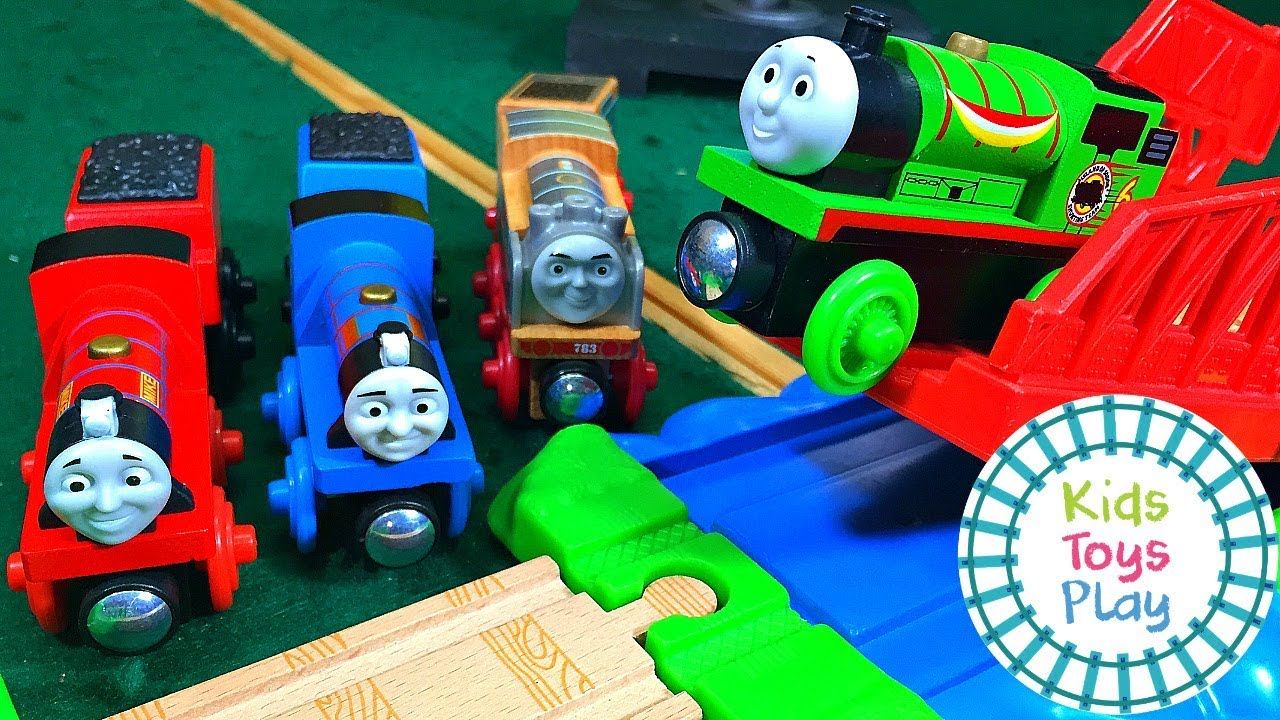 Thomas and Friends Wooden Railway Train Races | Thomas Train Jumping Competition
