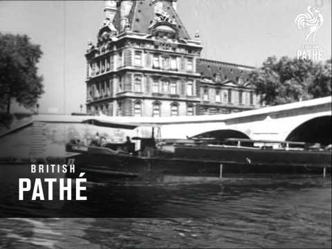 Boat Trip Through Paris Along The Seine   (1949)