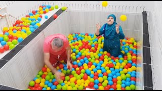 Big Surprise For Ayşe With Colored Balls In The Pool