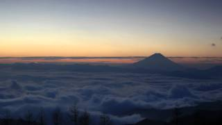 Time Lapse Sea of Clouds, Moonrise and Sunrise