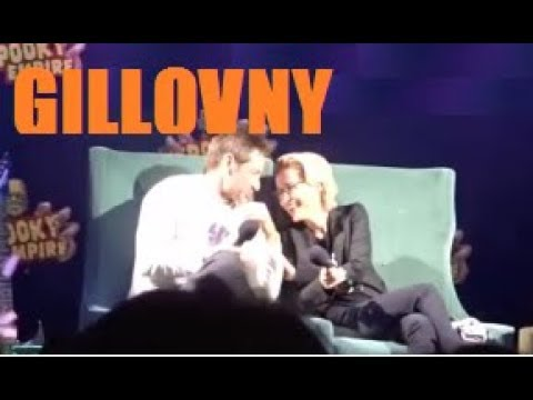 Gillovny moments at s convention panel 2018 David Duchovny Gillian Anderson The X Files