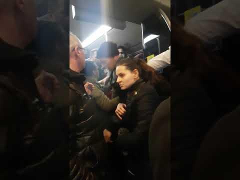Metrobüs de  kavga kadına küfür ediyor...
