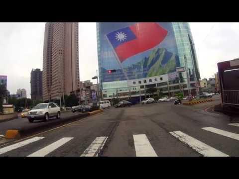 飄揚中港路的國旗