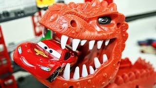 Гоночные машины Тачки 2 - Dinosaur Attack Disney Cars 2 Racing Set Dinosaur Eats Lightning McQueen(Гоночные машины Тачки 2 - Dinosaur Attack Disney Cars 2 Racing Set Dinosaur Eats Lightning McQueen - https://youtu.be/e8FfusixSfA., 2016-09-05T09:20:49.000Z)