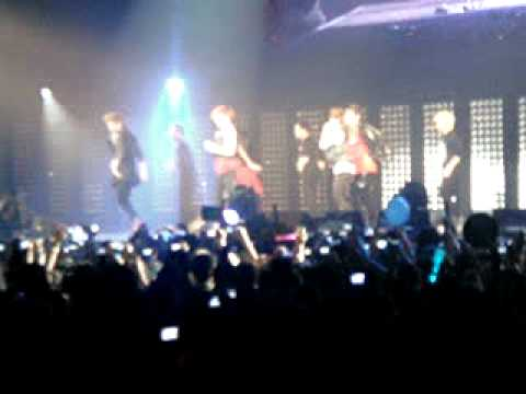 SMTOWN Live 2011 in Paris / Shinee - Ring Ding Dong (FanCam)