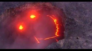 """噴火するからって""""おこ""""なわけじゃないんだよ。ねっほら、スマイル!っていう自然の遊び心。キラウエア火山の噴火口に現れた奇跡のスマイル"""