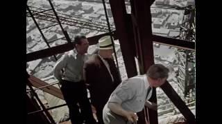"""Идет строительство гостиницы Украина. """"Верные друзья"""" на 34 этаже сталинской высотки. Москва, 1954"""