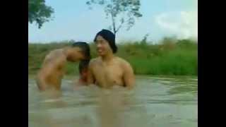 Repeat youtube video เล่นน้ำกันแบบเบาๆ2