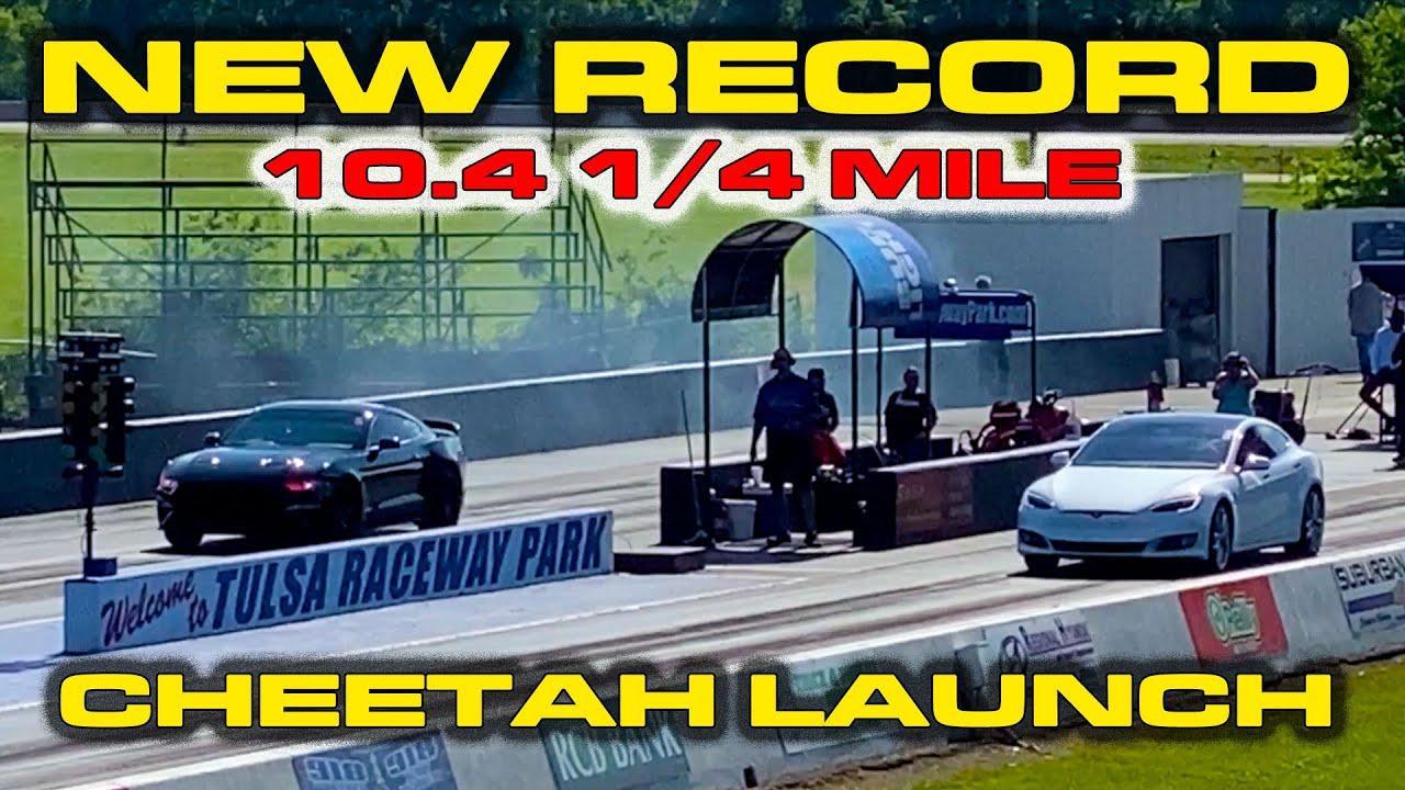 TESLA DESTRUYE COCHES MUSCULARES * Nuevo Tesla Model S 1/4 Mile Record * Lanzamiento del modo Cheetah + vídeo