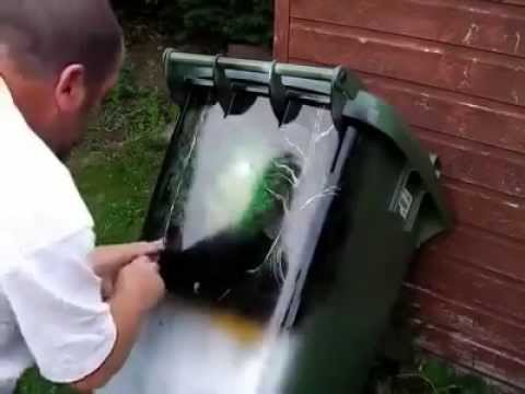 Amazing Spray Painting - Trash Cans Art paint with brett