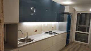 Видеообзор кухня в стиле хай-тек в двух цветах. Фасады крашенные МДФ глянец фурнитура Blum