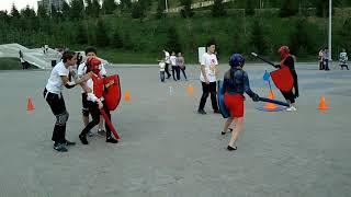 Суровые башкирские девушки бьются на мечах.