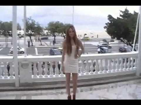 Miley Cyrus posa para a imprensa e acena para fãs no Copacana ...